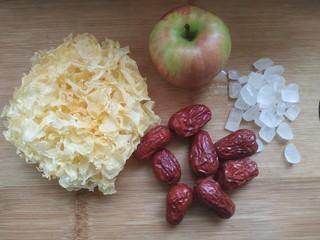 苹果银耳红枣汤,准备食材