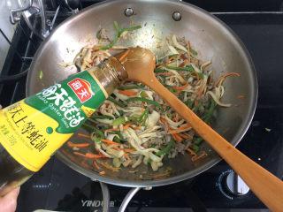 杏鮑菇炒牛肉?等閑識得東風面,轉小火,調味:加入半湯匙蠔油