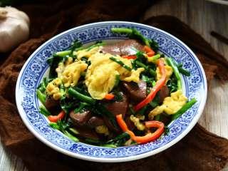 韭菜炒鴨血,別總會韭菜炒雞蛋,加上它更美味