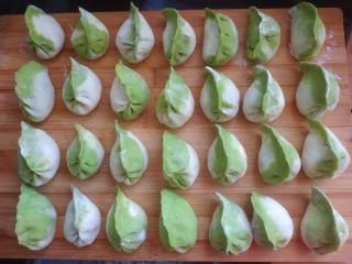 韭菜豬肉餡水餃,包上韭菜肉餡,做成餃子