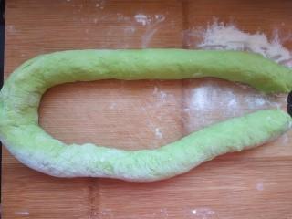 韭菜豬肉餡水餃,搓長搓光滑(面板太小了??)
