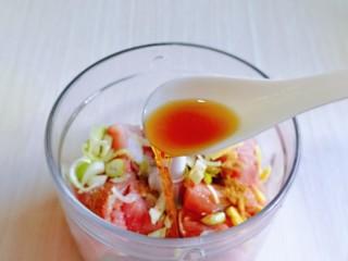 韭菜豬肉餡水餃,再加入料酒。