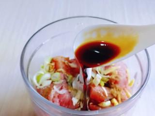 韭菜豬肉餡水餃,加入生抽提鮮。
