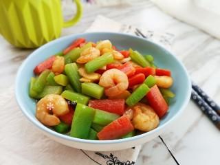 萵筍炒蝦仁,簡單好做的一道菜。