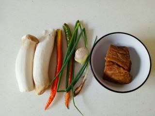 杏鮑菇炒牛肉,準備好所需要的食材