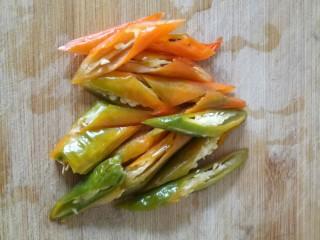 杏鮑菇炒牛肉,青椒切成段