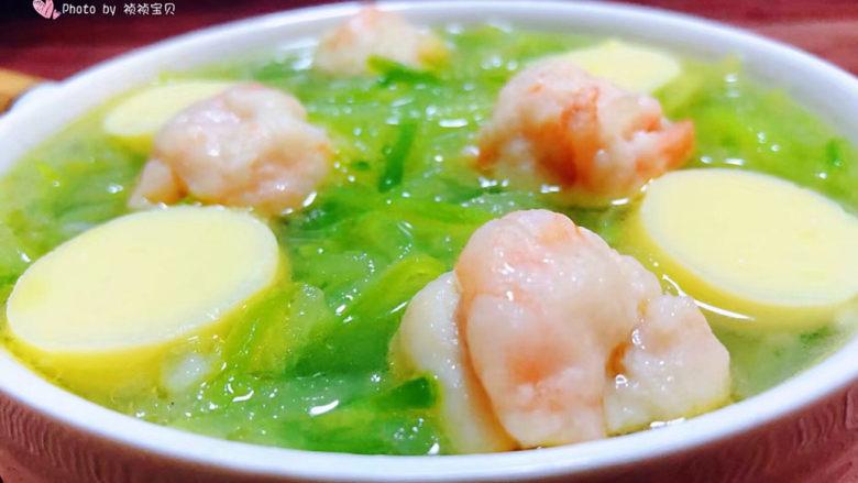 三鲜汤,鲜美可口的萝卜丝虾滑豆腐汤装入容器中就大功告成了