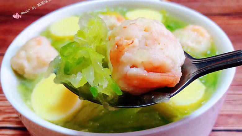 三鲜汤,虾仁入口鲜嫩美味混搭着萝卜丝的清香豆腐的嫩滑入口即化好吃极了