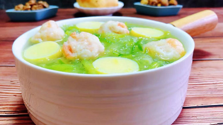 三鲜汤,搭配果酱面包、干果一起吃营养丰富