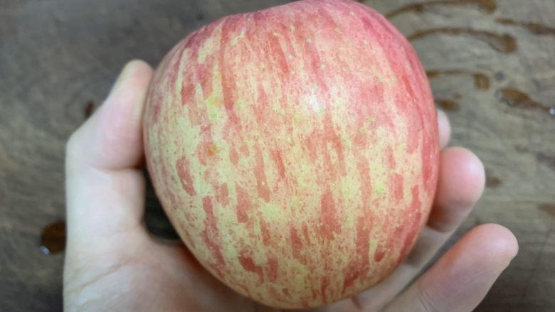 苹果银耳红枣汤,<a style='color:red;display:inline-block;' href='/shicai/ 591'>苹果</a>一个