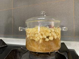 蘋果銀耳紅棗湯,根據口味加入適量黃冰糖即可