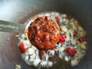紅燒蘿卜,加一勺豆瓣醬。