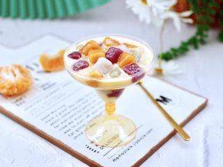 彩色圓子橘子椰奶昔,營養豐富又味美可口。