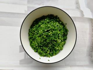 韭菜豬肉餡水餃,裝碗里,碗最好大一點