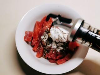 蘆筍炒牛肉,放入碗里 加入淀粉 胡椒粉 生抽一湯匙