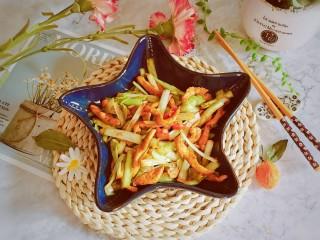 韭黃炒肉絲,出鍋裝盤