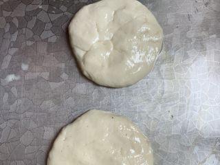 媽媽的味道薄餅,壓成圓餅