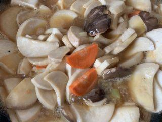 金湯撈金針菇,攪拌均勻