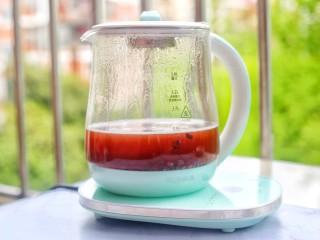 補血養顏的紅豆南瓜糯米丸子,加入適量水,開啟煮粥模式煮至紅豆軟糯撈出放入碗中。