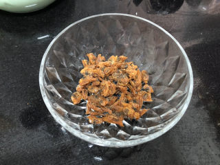花蛤豆腐湯?淺紅淡白間深黃,取約25g蛤蜊干