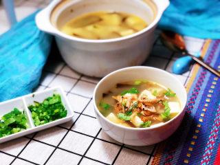 花蛤豆腐湯?淺紅淡白間深黃,成品