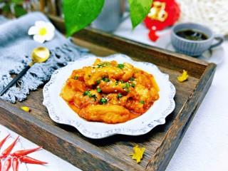 糖醋龍利魚,盛出裝盤,撒上蔥花和熟白芝麻。