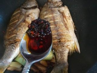 醬燜黃花魚,一勺香茄醬。