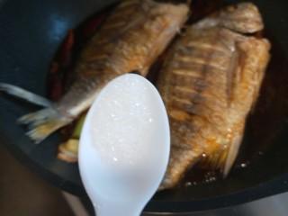 醬燜黃花魚,半勺白糖。