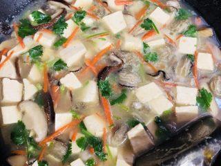 牡蠣豆腐湯,關火起鍋裝盤即可。