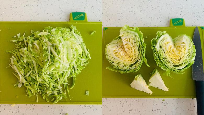 卷心菜炒粉丝,<a style='color:red;display:inline-block;' href='/shicai/ 3508'>卷心菜</a>从中间切开,去除中间的根茎,切丝备用。