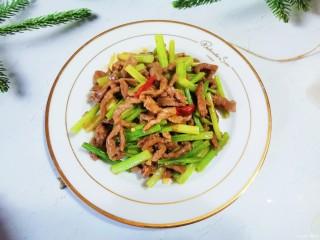 牛肉絲炒芹菜,牛肉絲炒芹菜成品圖