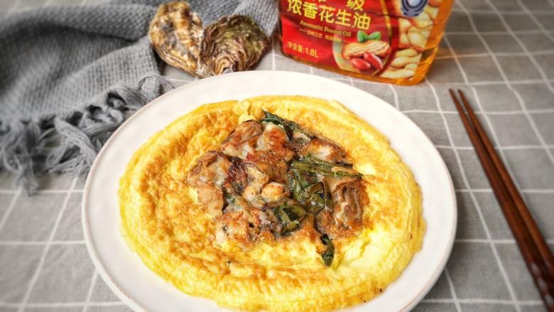 牡蛎炒蛋,出锅装盘。