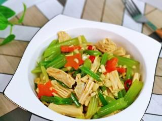 芹菜拌腐竹,春天的最佳之選,好吃不胖。