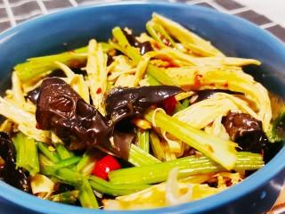 芹菜拌腐竹,成品圖