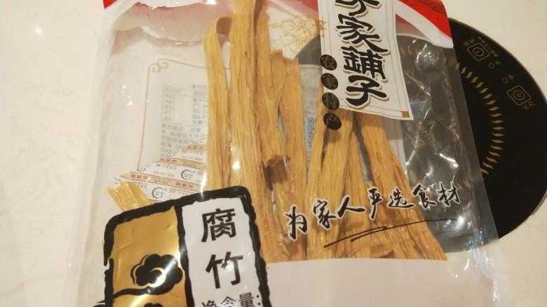芹菜拌腐竹,腐竹适量。
