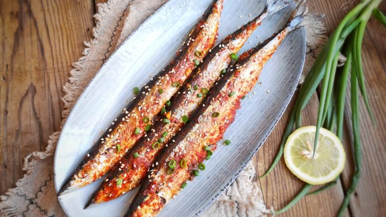 干煎秋刀鱼,一份高颜值的料理就做好啦!