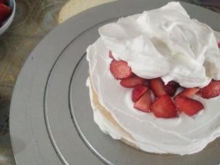 鮮花皇冠蛋糕,重復此步驟