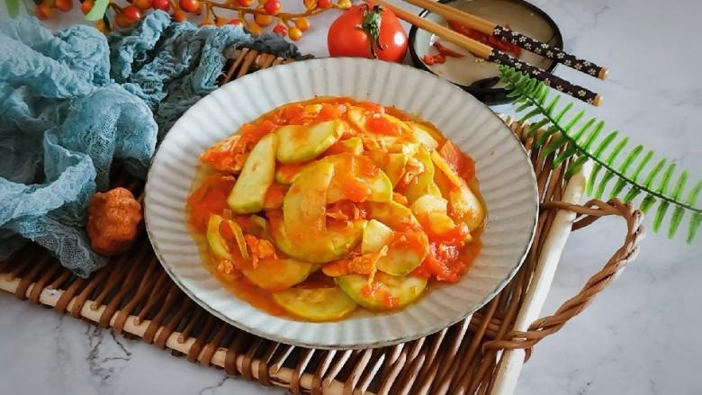番茄炒西葫芦,出锅装盘 食用