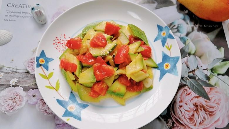 番茄炒西葫芦,拍上成品图,一道美味又营养的番茄炒西葫芦就完成了。