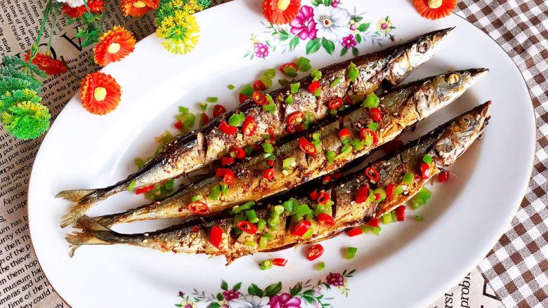干煎秋刀鱼,干煎秋刀鱼肉质鲜嫩,鲜辣适宜,烧烤味道,口感超棒~