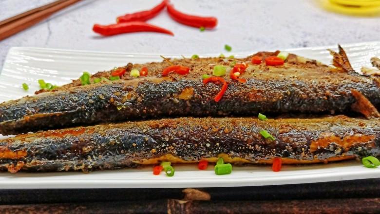 干煎秋刀鱼,美味下酒菜来了。