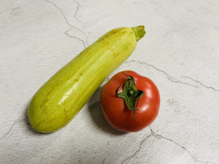 番茄炒西葫蘆,準備好食材