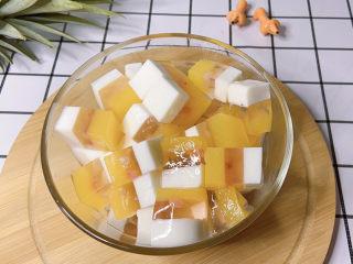 三色果凍,做出來有一大盆呢,吃得好開心