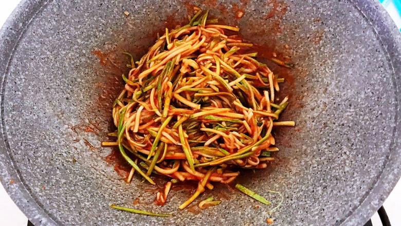 番茄炒西葫芦,翻炒均匀即可,番茄炒西葫芦做好了~