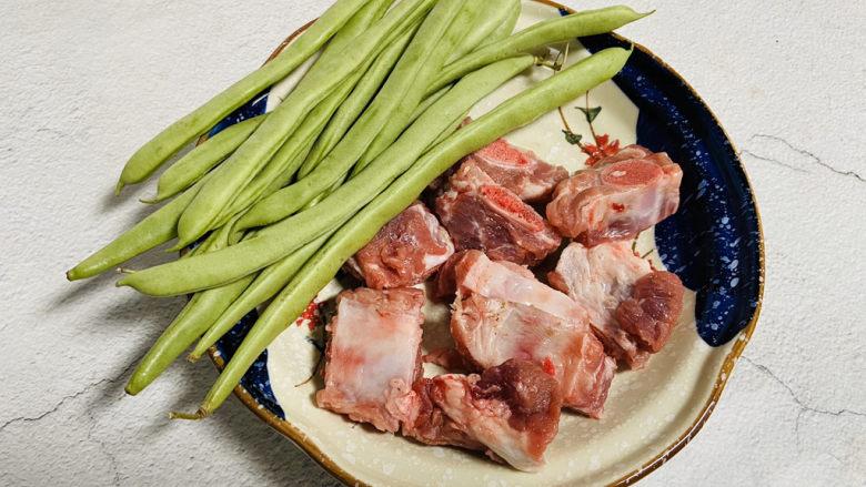 四季豆烧排骨,准备好食材