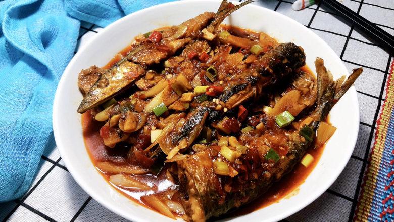 红烧秋刀鱼➕ 照日深红暖见鱼,成品