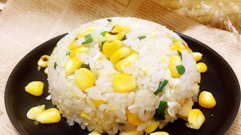 玉米炒饭,装盘