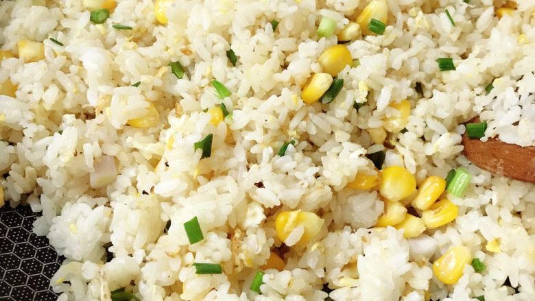 玉米炒饭,炒匀