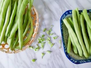 橄欖菜炒四季豆,四季豆去掉兩邊和老筋