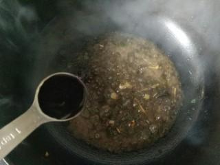 橄欖菜炒四季豆,加入一勺生抽